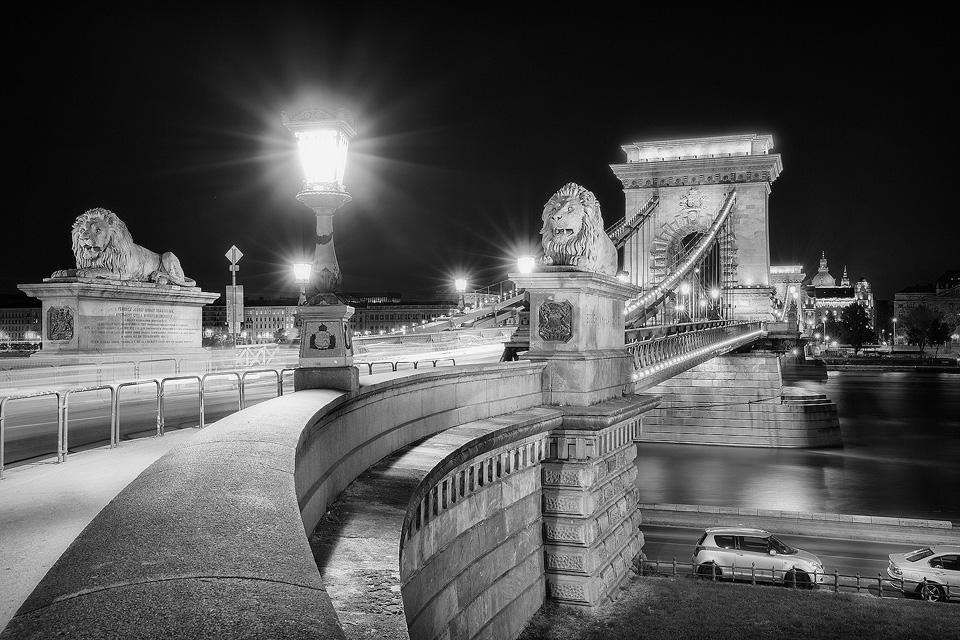 Széchenyi Chain Bridge Lions – Budapest